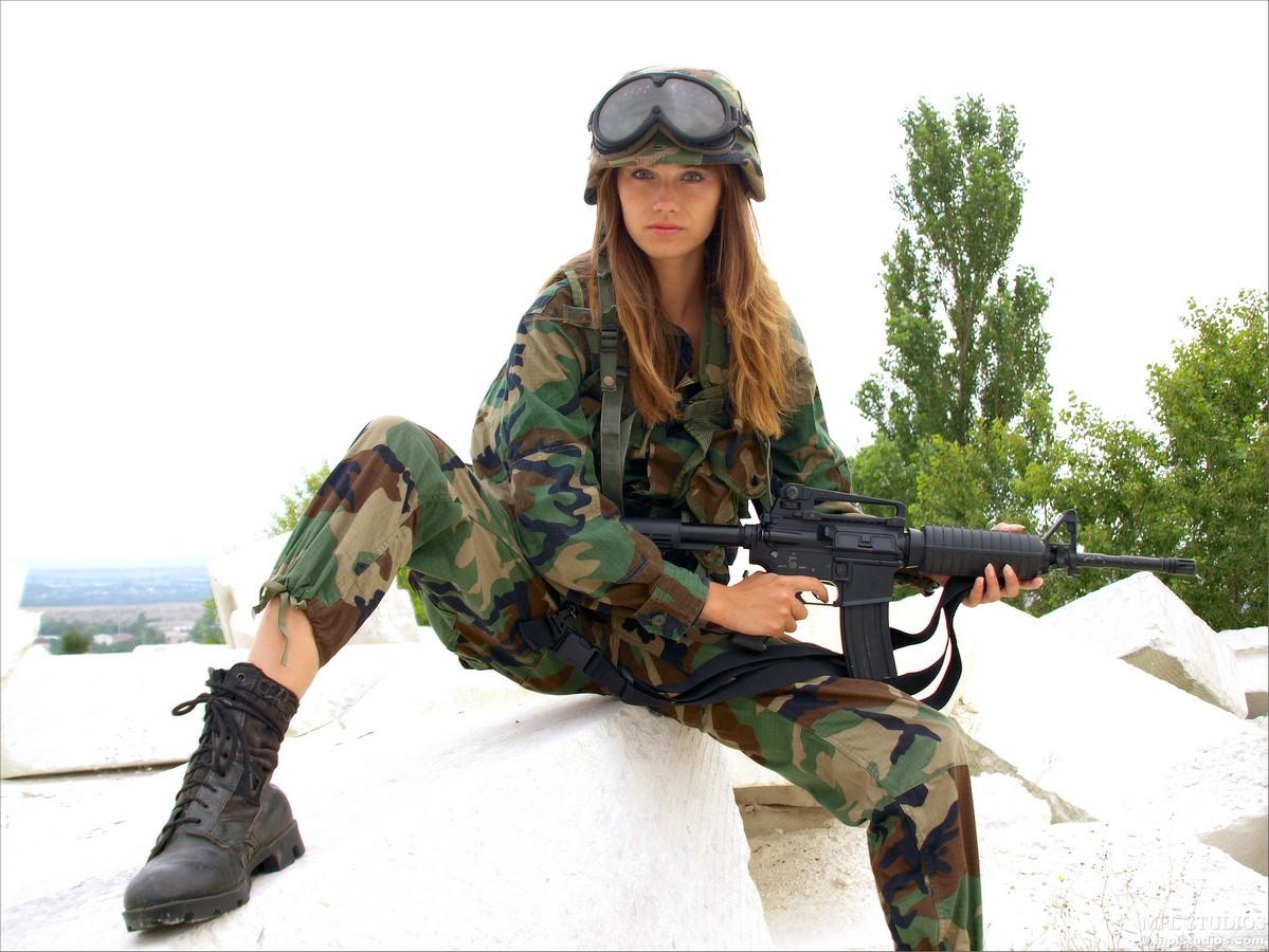 Секс с девушкой в военной форме в части 18 фотография