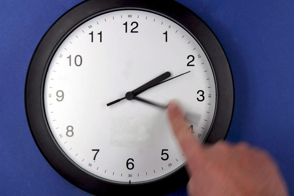 Название: Los-relojes-se-atrasar%C3%A1n-una-hora-este-domingo.jpg Просмотров: 1085  Размер: 102.1 Кб